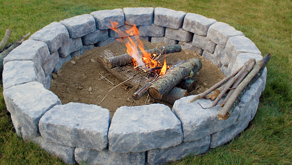 Home diy landscaping ideas do it yourself landscaping for Easy diy fire pit with grill