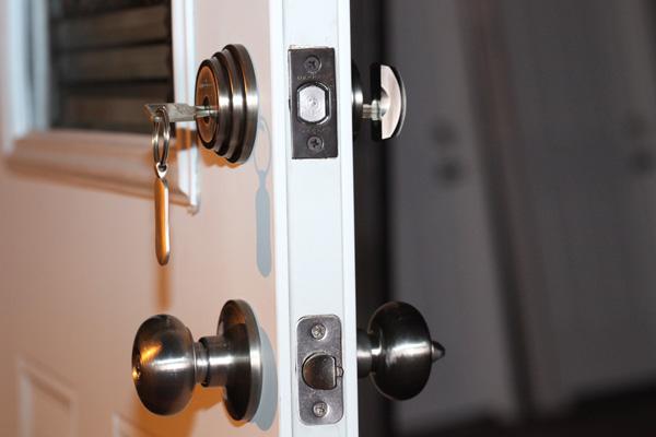 http://c0263062.cdn.cloudfiles.rackspacecloud.com/content/images/electronic-door-locks-safe_9af9b3f054c42e4620449cf019da6fbd_3x2.jpg