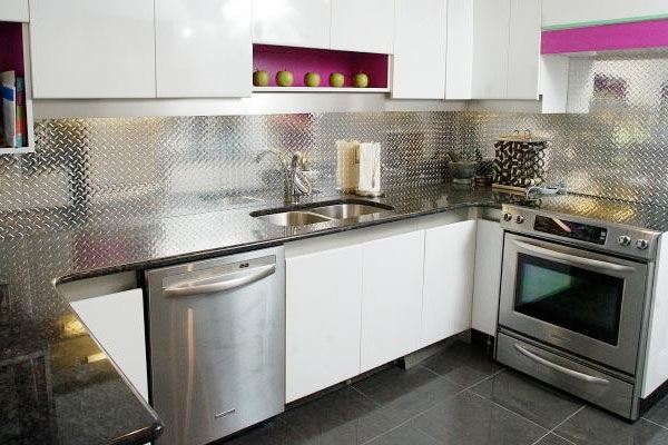 Diamond plate as a backsplash in a home kitchen