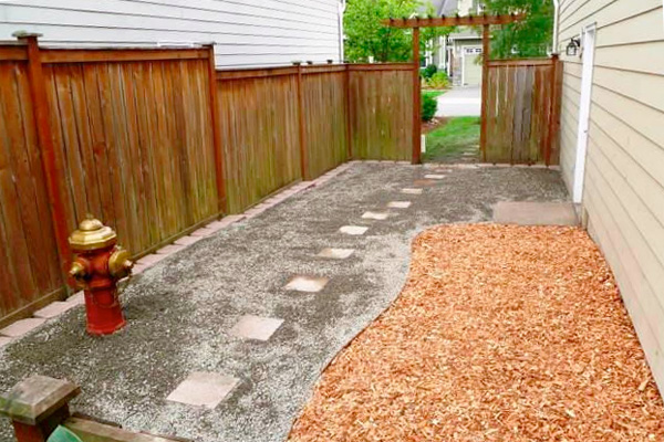 Mulch Backyard Dogs : Image Down to Earth Landscaping, Inc of Bellevue, WA