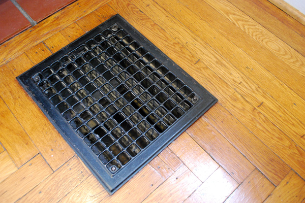 Floor vent air duct cleaning