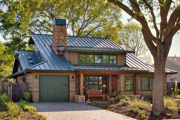 Low-maintenance metal roof