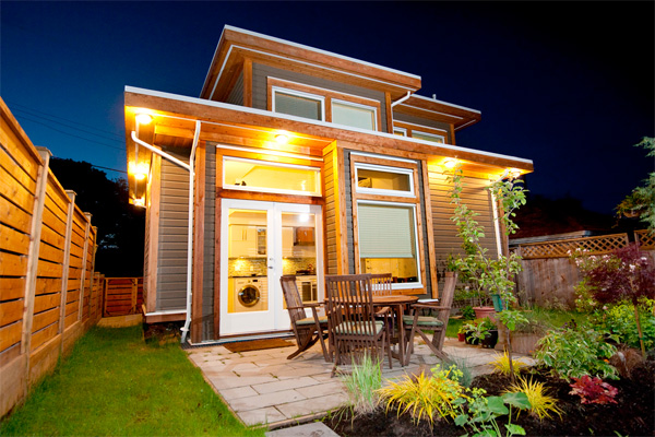 Examples of tiny homes 3 tiny homes that are living large for Small livable cabins