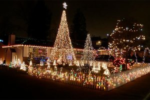 The Lagerstrom family's Christmas lights display