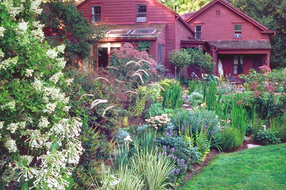 I love my american home 8 charming cottage gardens for Cottage garden ideas