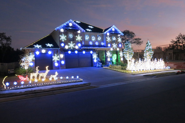Christmas light display set to Gangnam Style by Psy