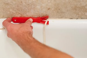 how to remove old caulk remove caulk diy bathroom. Black Bedroom Furniture Sets. Home Design Ideas