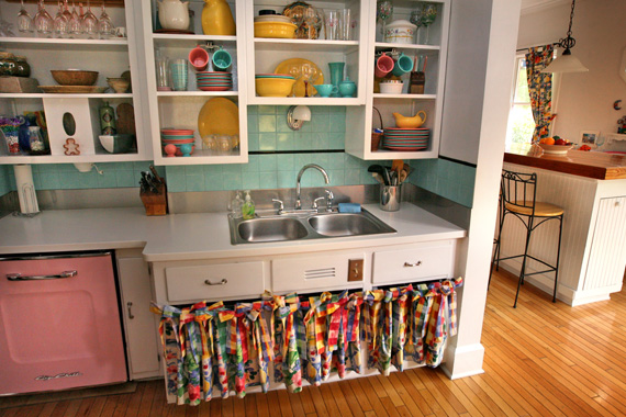 Wild kitchen colors pictures kitchen cabinet paint for Brightly painted kitchen cabinets