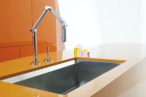 Karbon articulating kitchen faucet