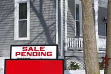 Sale pending side in a home's front lawn