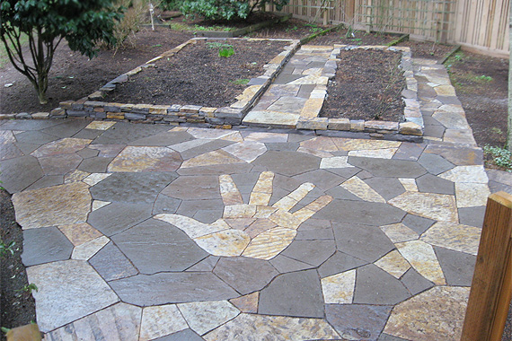Stone patio ideas stone patio pictures houselogic for Small stone patio ideas