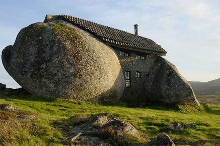 House Built Between Two Boulders in Portugal | Ugly Houses