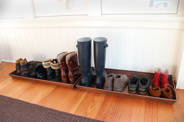 Boot tray for wet boots